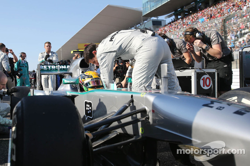 Lewis Hamilton, Mercedes AMG F1 W04 en la parrilla