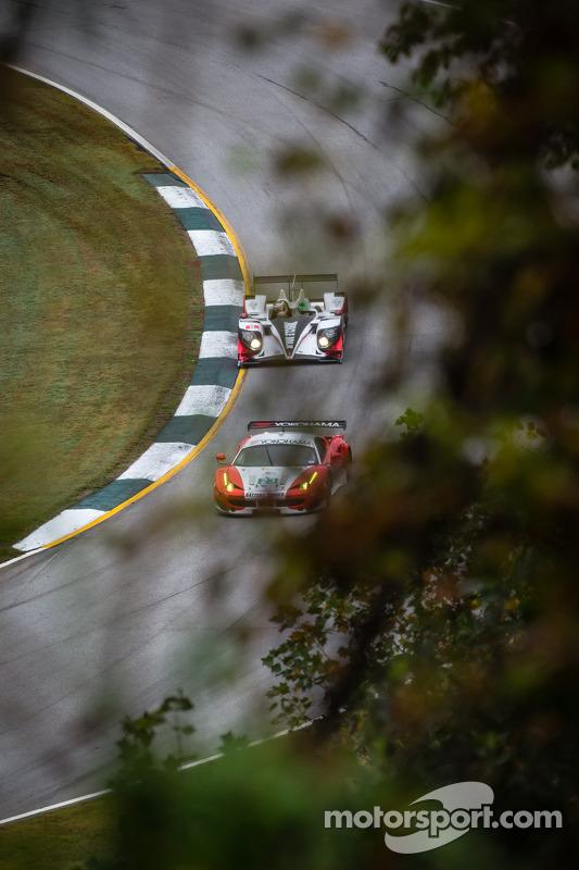 #23 Team West/ AJR/ Boardwalk Ferrari Ferrari F458 Italia: Bill Sweedler, Leh Keen, Johnny Mowlem, #6 Muscle Milk Pickett Racing HPD ARX-03c HPD: Lucas Luhr, Klaus Graf, Romain Dumas