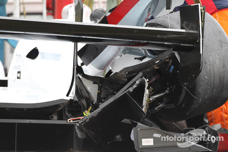 El auto nchocado #2 Audi Sport Team Joest Audi R18 e-tron quattro: Tom Kristensen, Allan McNish, Loic Duval