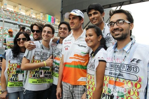 Adrian Sutil, Sahara Force India F1 with circuit staff