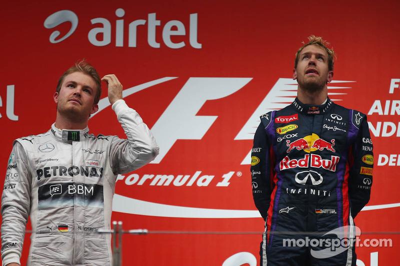 Podio: ganador de la carrera y capeón del mundo 2013 Sebastian Vettel, segundo lugar Nico Rosberg y