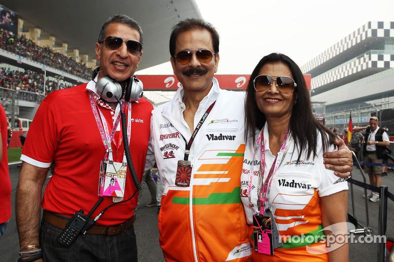 (L naar R): Subrata Roy Sahara, Sahara Chairman met zijn vrouw Swapna Roy, en Rajan Bharti Mittal, B