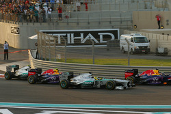 Nico Rosberg, Mercedes AMG F1 W04 passes Mark Webber, Red Bull Racing RB9 at the start of the race