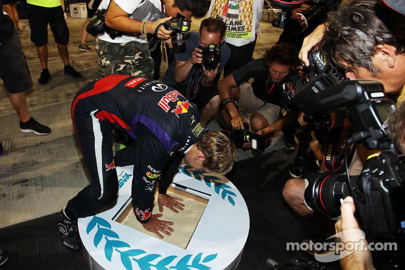 2013 - Vettel deixa sua marca, literalmente