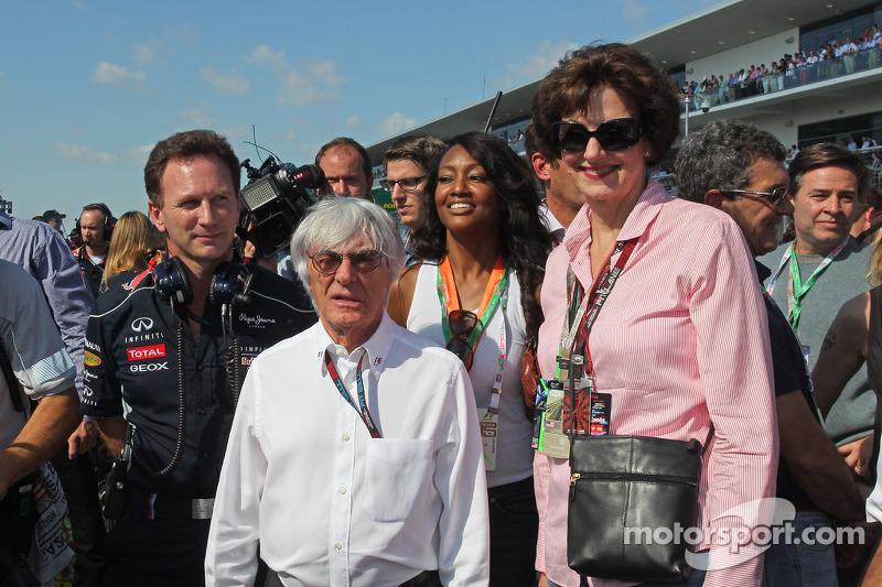 Bernie Ecclestone, CEO Formula One Group, op de grid met Christian Horner, Teambaas Red Bull Racing