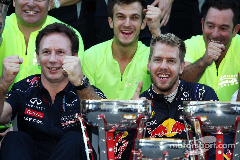 (L naar R): Christian Horner, Teambaas Red Bull Racing en racewinnaar Sebastian Vettel, Red Bull Rac