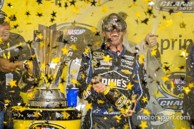 Championship victory lane: NASCAR Sprint Cup Series 2013 kampioen 2013 Jimmie Johnson, Hendrick Moto