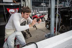 Marco Bonanomi has fun com a wide angle lens em seu iPhone