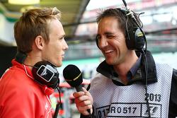 (L naar R): Max Chilton, Marussia F1 Team met Tom Clarkson, Journalist en BBC TV Reporter