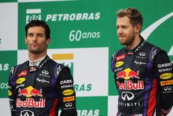 O pódio: segundo colocado Mark Webber, Red Bull Racing com parceiro, vencedor, Sebastian Vettel, Red Bull Racing