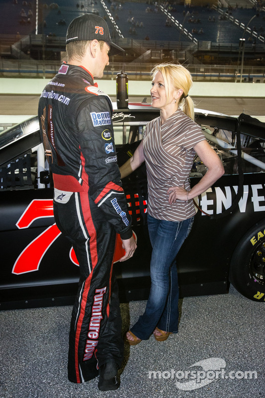 Kurt Busch, Furniture Row Racing Chevrolet com a namorada Patricia Driscoll