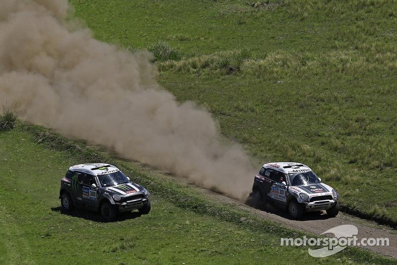 #301 Mini: Nasser Al-Attiyah, Lucas Cruz ultrapassa #300 Mini: Stéphane Peterhansel, Jean-Paul Cottret