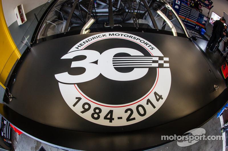 Hendrick Motorsports Chevrolet'nin 30. yıldönümü mesajı  Jimmie Johnson'ın aracında