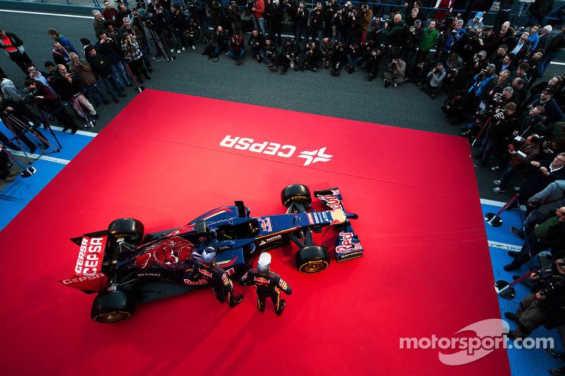 Daniil Kvyat, Scuderia Toro Rosso ve Jean-Eric Vergne, Scuderia Toro Rosso Scuderia Toro Rosso STR9