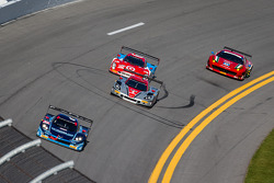 #90 Spirit Of Daytona Corvette DP Chevrolet: Richard Westbrook, Michael Valiante, Mike Rockenfeller leads a group of cars