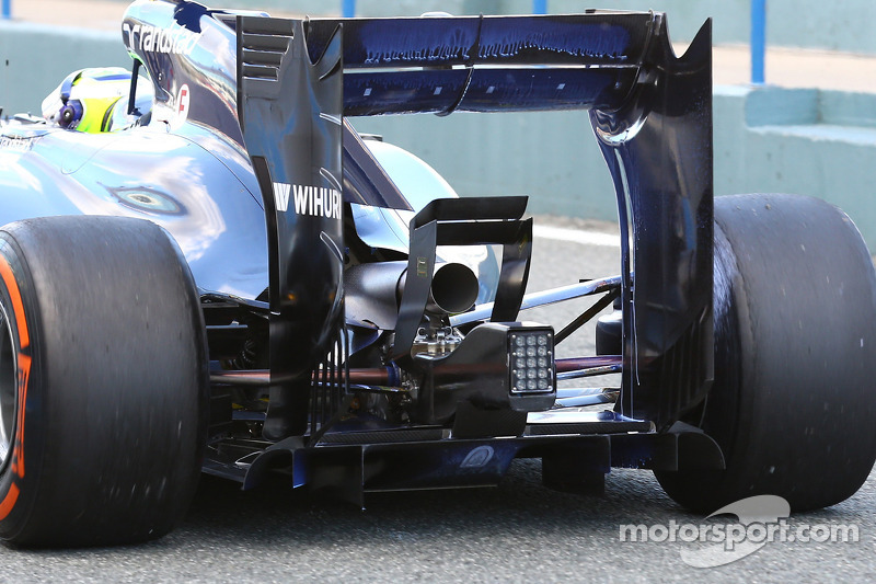 Felipe Massa, Williams FW36 - rear suspension, rear wing and exhaust detail