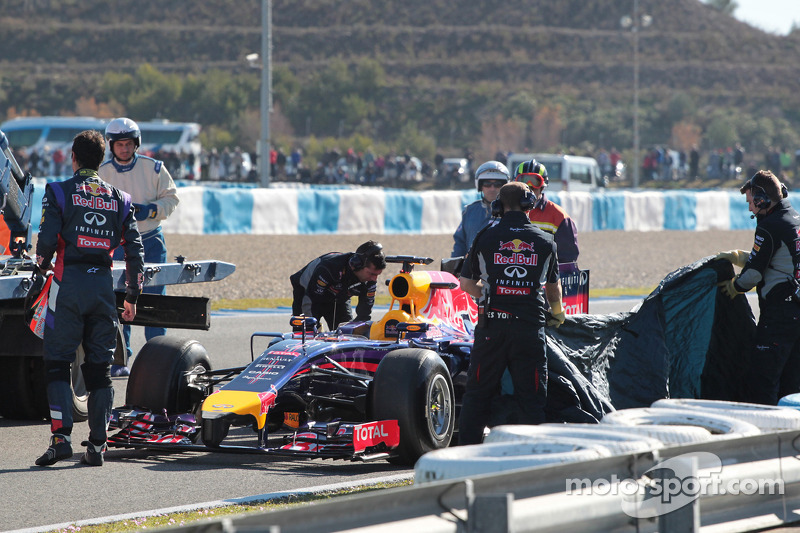 Daniel Ricciardo, Red Bull Racing RB10 stopped on the circuit