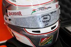 De helm van Daniel Juncadella, Sahara Force India F1 Team Test- en reservecoureur, met regenvizier