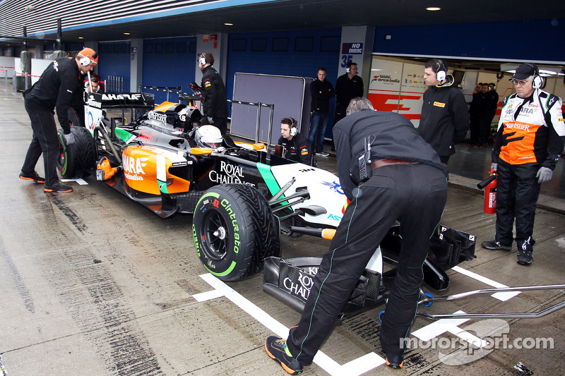 Daniel Juncadella, Sahara Force India F1 VJM07 Test and Reserve Driver in the pits
