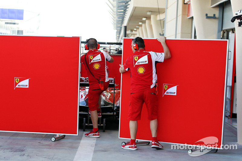 Ferrari put the covers around Kimi Raikkonen, Ferrari F14-T