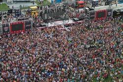 Yarış öncesi konseri: Luke Bryan