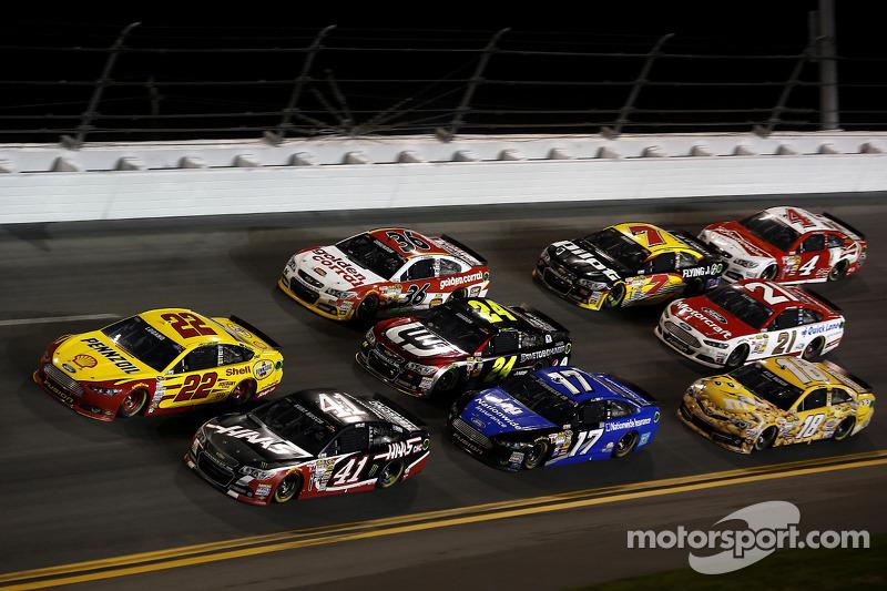 Joey Logano, Penske Ford, Kurt Busch, Stewart-Haas Racing Chevrolet, Ricky Stenhouse Jr.,Roush Fenw