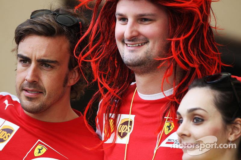 Fernando Alonso, Ferrari ve Anthony Hvala, Ferrari Competition kazananı