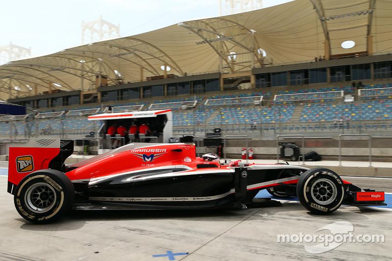 玛鲁西亚F1车队MR03赛车车手朱尔斯·比安奇离开维修站