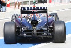 Daniel Ricciardo, Red Bull Racing RB10 motor koruma kapağı detayı