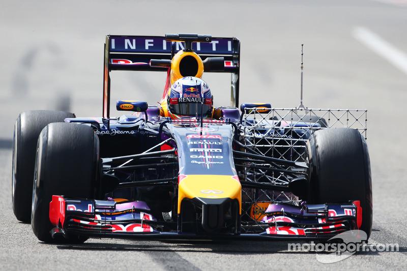 Daniel Ricciardo, Red Bull Racing RB10 sensörlerle birlikte pistte