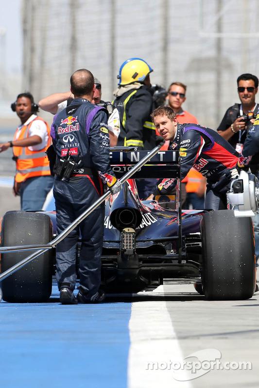 Sebastian Vettel, Red Bull Racing para na pista