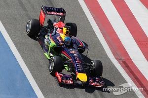 Sebastian Vettel, Red Bull Racing RB10 running flow-vis paint on the sidepod