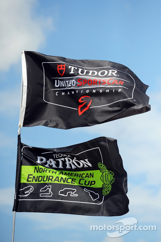TUDOR United SportsCar Championship e Patron NAEC flags no paddock