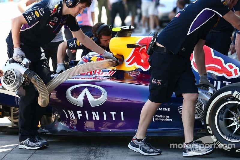Daniel Ricciardo, Red Bull Racing RB10 in the pits