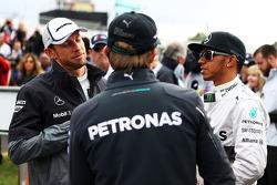 Jenson Button, McLaren con Nico Rosberg, Mercedes AMG F1 y Lewis Hamilton, Mercedes AMG F1 en el desfile de pilotos