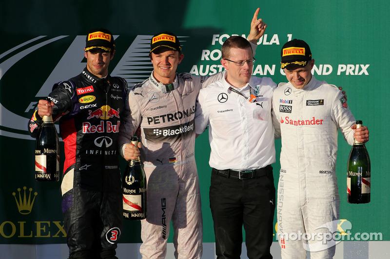 Daniel Ricciardo, Red Bull Racing, Nico Rosberg, Mercedes AMG F1 Team and Kevin Magnussen, McLaren F