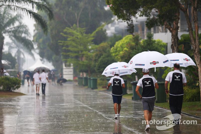 Valtteri Bottas, Williams nel paddock sotto la pioggia