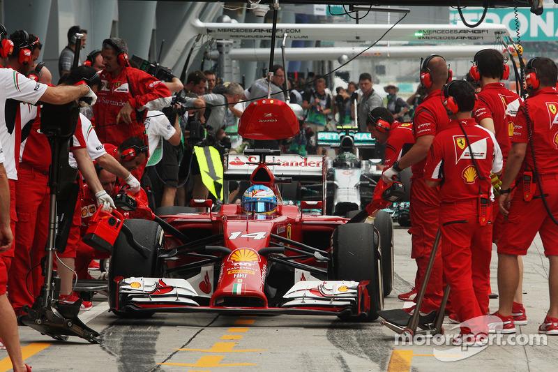 Fernando Alonso, Ferrari F14-T pitstop antrenmanı yapıyor