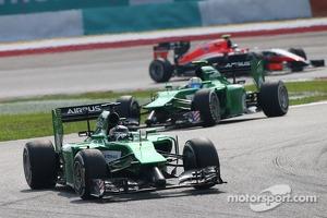 Kamui Kobayashi, Caterham CT05 leads Marcus Ericsson, Caterham CT05