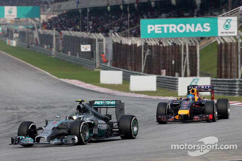 Nico Rosberg (ALE), Mercedes AMG F1 Team, e Sebastian Vettel (ALE), Red Bull Racing 31