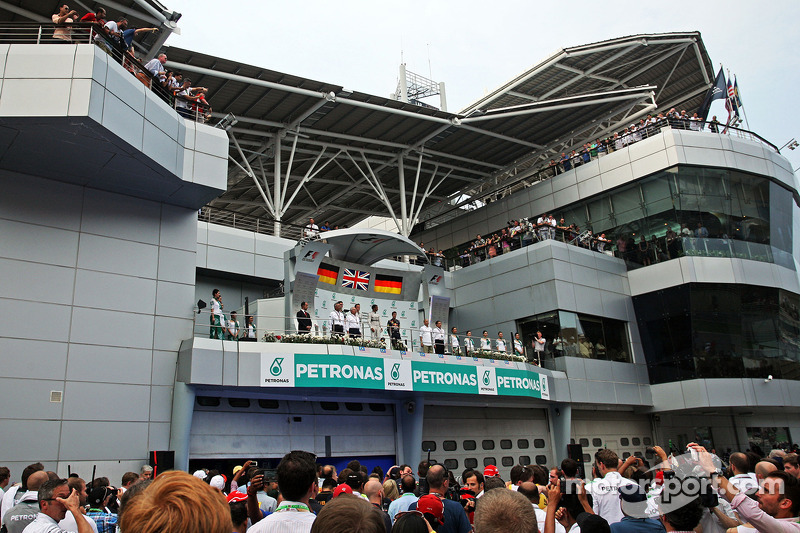 Il podio, Nico Rosberg Mercedes AMG F1, secondo; Lewis Hamilton, Mercedes AMG F1, vincitore della gara; Sebastian Vettel, Red Bull Racing, terzo