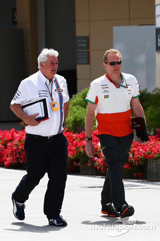 (Esquerda para direita): Pat Symonds, chefe técnico da Williams, com Andrew Green, diretor técnico d
