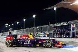 Daniel Ricciardo, Red Bull Racing RB10 ile pitten ayrılıyor