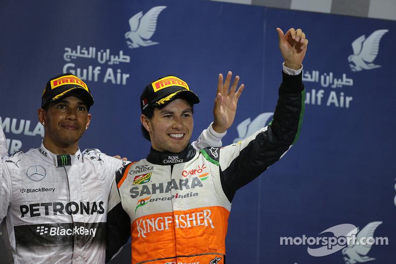 Il podio, Lewis Hamilton Mercedes AMG F1 festeggia con il terzo classificato Sergio Perez, Sahara Force India F1