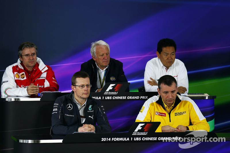 La conferenza stampa della FIA, il Vice Direttore Tecnico e Responsabile ingegneri di pista, Charlie Whiting, ildelegato FIA; Yasuhisa Arai,  Direttore generale Honda Motorsport; Andy Cowell,Direttore  High Performance Powertrains Mercedes-Benz  Rob White
