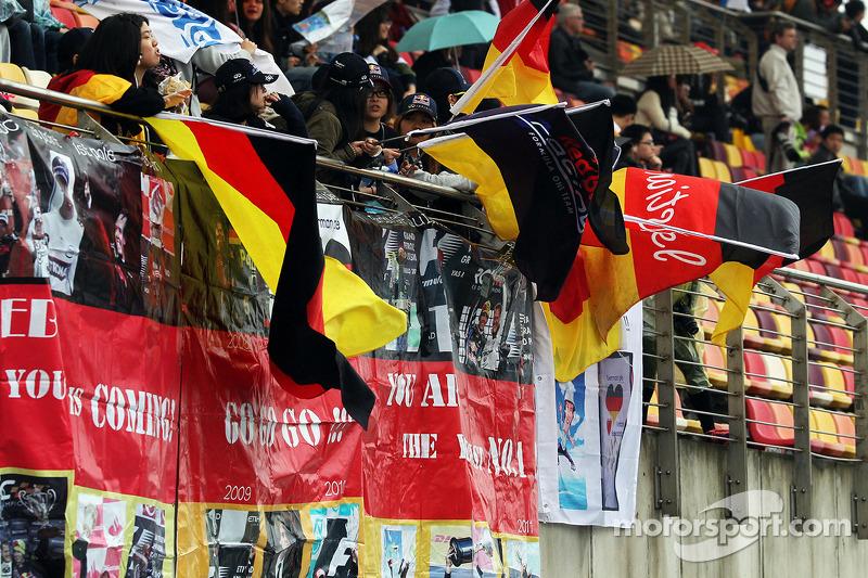 Taraftarlar ve bayrakları