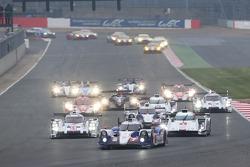 起步: #7 丰田车队,丰田TS040 Hybrid: 亚历山大·伍兹, Stéphane Sarrazin, 中岛一贵 ,领先