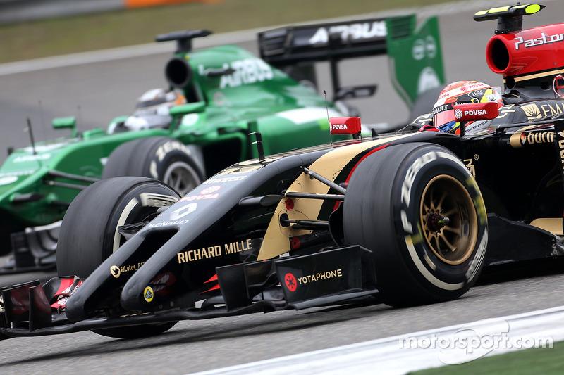 Pastor Maldonado, Lotus F1 Team; Kamui Kobayashi, Caterham F1 Team
