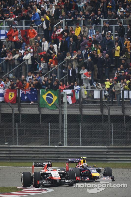 Jules Bianchi, Marussia F1 Team MR03 en Daniel Ricciardo, Red Bull Racing RB10