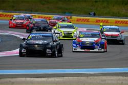 Tom Chilton, Chevrolet RML Cruze TC1, ROAL Motorsport and Dusan Borkovic, Chevrolet RML Cruze TC1, NIS Petrol by Campos Racing